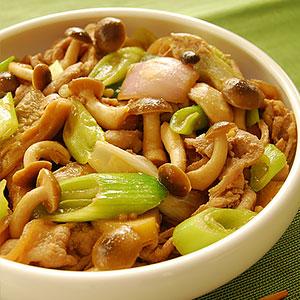 Жаркое из свинины с грибами  фото