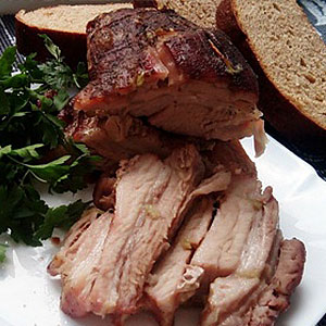 Свиная грудинка, запеченная в духовке в рукаве