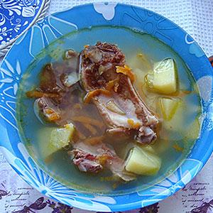 Гороховый суп из копченых свиных ребрышек рецепт