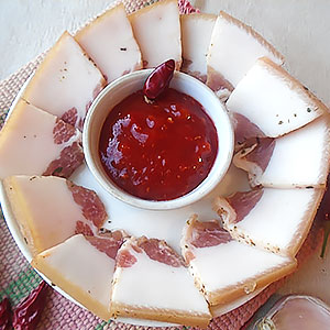Рецепт очень вкусного сала в горячем маринаде