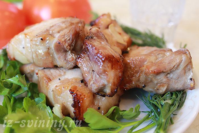 Маринованный свиной шашлык в вине
