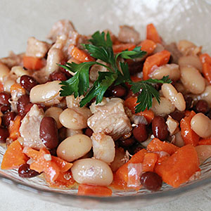 Тушеная свинина с консерированной фасолью - рецепт