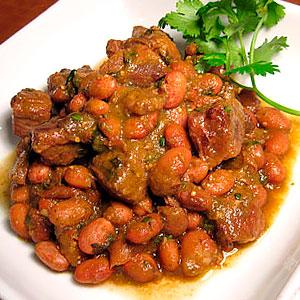 Свинина запеченная в духовке с овощами и готовой фасолью