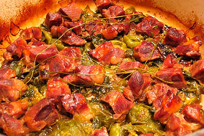Свинина запеченная с овощами - фото