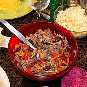 Рецепт салата Тбилиси с красной фасолью и мясом свинины
