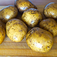 Картофель намоем и нарежем - фото