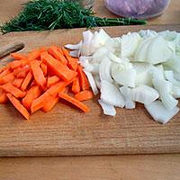 Подготовить овощи для плова - фото
