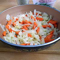 Обжарить овощи для плова - фото