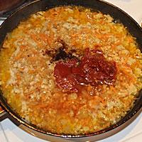 Добавляем в зажарку воду, специи, томатпасту, соль - фото