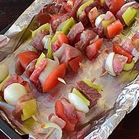 Запекаем свиной шашлык в духовке  - фото