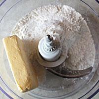 Соединим муку и маргарин - фото
