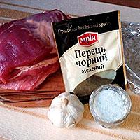 Ингредиенты для грудинки, запеченной в духовке в рукаве