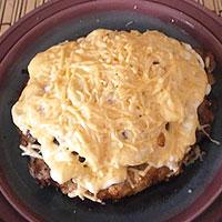 Запекаем свинину по-французски в духовке с помидорами, сыром и грибами - фото