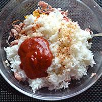 Добавляем в фарш рис, пасту, специи - фото