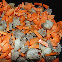 К зажарке для плова добавляем морковь - фото