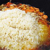 Высыпаем рис - фото